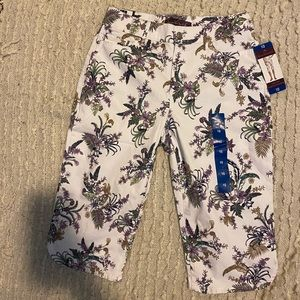 NWT!!!! Gloria Vanderbilt Skimmer Short Size 10
